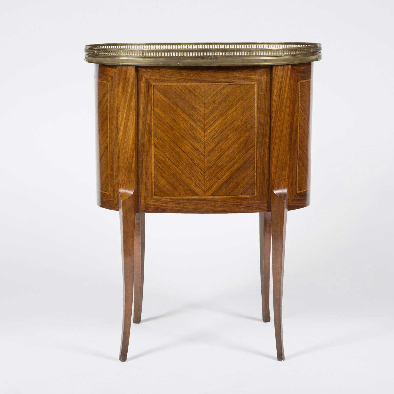 OVAL COMMODE WITH BRECHE D'ALEP TOP